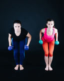 Vrouw die triceps doen Stock Fotografie
