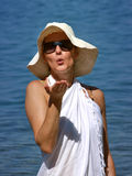 Vrouw die u blaast een kus Royalty-vrije Stock Afbeeldingen