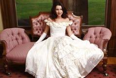 Vrouw die uitstekende kleding draagt Stock Foto's