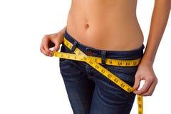 Vrouw die van haar slanke lichaamslijnen genieten Stock Afbeeldingen