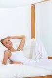 Vrouw die van tropische luxe geniet Royalty-vrije Stock Fotografie