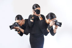 Vrouw die veelvoudige schoten tegelijkertijd fotograferen royalty-vrije stock foto