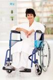 Vrouw die verwonding terugkrijgen Stock Fotografie