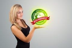 Vrouw die virtueel ecoteken houden Stock Foto's