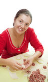 Vrouw die vleesbollen maakt Stock Afbeeldingen