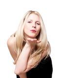 Vrouw die vliegende kus geeft. Stock Foto