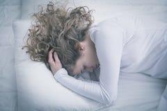 Vrouw die voor depressie lijden stock afbeeldingen