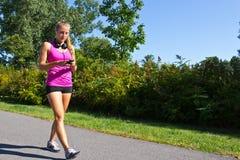 Vrouw die voor oefening lopen Stock Foto's