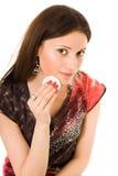 Vrouw die wadof watten gebruikt Stock Fotografie
