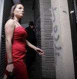 Vrouw die wordt beslopen Stock Afbeelding