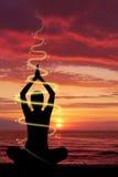 Vrouw die yoga doet royalty-vrije illustratie