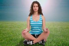 Het Mediteren van de vrouw Stock Foto's