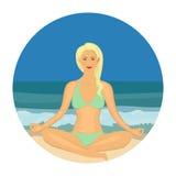 Vrouw die yoga op het strand in vlak ontwerp doen royalty-vrije illustratie
