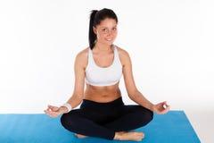 Vrouw die yogaoefening doet Royalty-vrije Stock Afbeelding