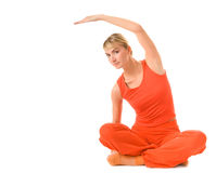 Vrouw die yogaoefening doet stock foto's