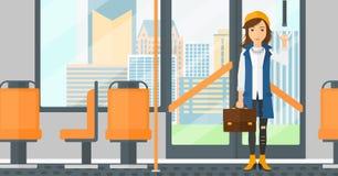 Vrouw die zich binnen openbaar vervoer bevinden stock illustratie