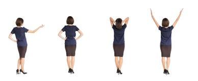 Vrouw die zich met haar terug op witte achtergrond bevinden Royalty-vrije Stock Fotografie