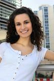 Vrouw die zich op een balkon bevindt Royalty-vrije Stock Afbeeldingen