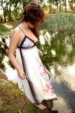 Vrouw door meer Stock Fotografie