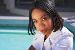 Vrouw door pool Royalty-vrije Stock Foto
