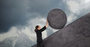 Vrouw duwen die om rots rollen royalty-vrije illustratie