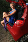 Vrouw in een auto stock foto's