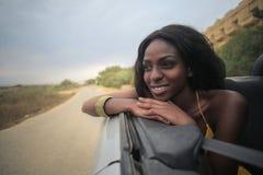 Vrouw in een cabrio royalty-vrije stock afbeeldingen