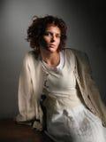 Vrouw een donkere achtergrond Royalty-vrije Stock Afbeelding