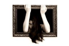 Vrouw in een het schilderen frame royalty-vrije stock afbeeldingen