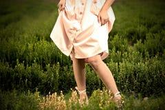 Vrouw in een kleding Stock Foto's