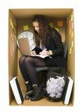 Vrouw in een klein bureau Royalty-vrije Stock Afbeeldingen