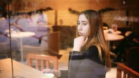 Vrouw in een koffie Royalty-vrije Stock Fotografie