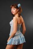 Vrouw in een korte transparante kleding. royalty-vrije stock afbeeldingen