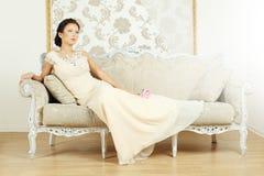 Vrouw in een luxueuze uitstekende stijl Stock Afbeeldingen