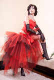 Vrouw in een rode kleding Stock Afbeeldingen