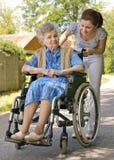 Vrouw in een rolstoel Stock Foto's