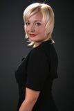 Vrouw in een zwarte Royalty-vrije Stock Foto