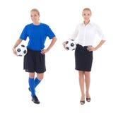 Vrouw in eenvormig voetbal en bedrijfskleren Stock Foto's