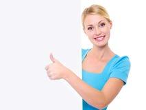 Vrouw en banner en duim-omhoog het tonen Stock Fotografie