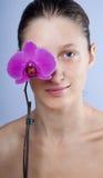 Vrouw en bloem Stock Fotografie
