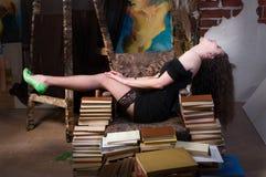 Vrouw en boeken Royalty-vrije Stock Foto's