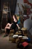 Vrouw en boeken Stock Foto's