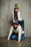 Vrouw en echtgenoot in kappen Stock Foto