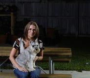 Vrouw en een Hond Stock Afbeelding