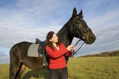 Vrouw en een paard. Royalty-vrije Stock Foto