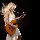 Vrouw en gitaar Royalty-vrije Stock Afbeelding
