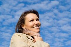 Vrouw en hemel Stock Afbeeldingen