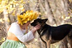Vrouw en hond royalty-vrije stock foto