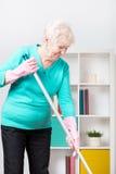 Vrouw en huishoudelijk werk royalty-vrije stock afbeelding