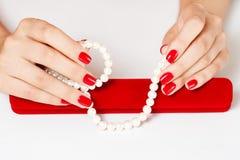 Vrouw en juwelen Royalty-vrije Stock Afbeelding